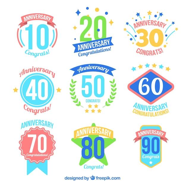 Badges Anniversaire Colorés Vecteur gratuit
