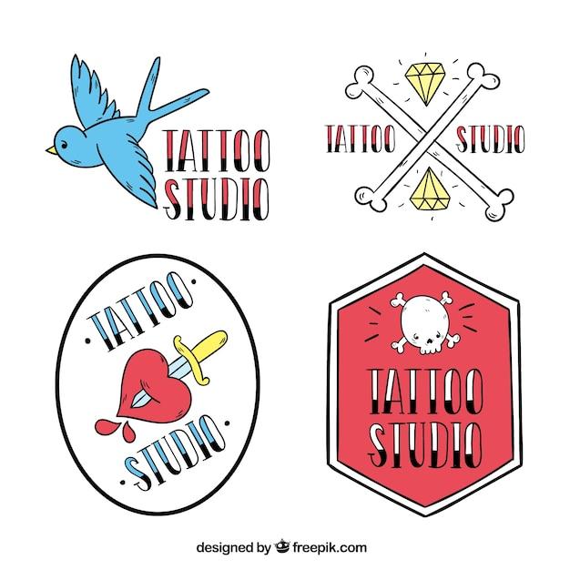 Badges de studio de tatouage, style doodle Vecteur gratuit