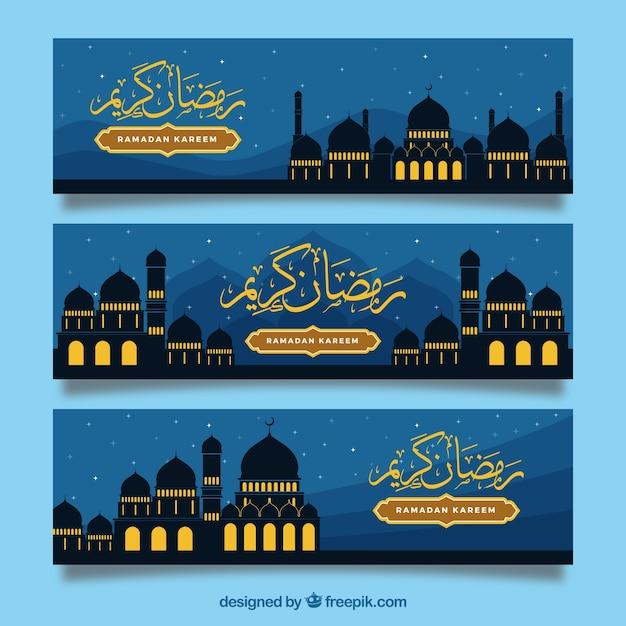 Banderoles du Ramadan avec mosquée Vecteur gratuit