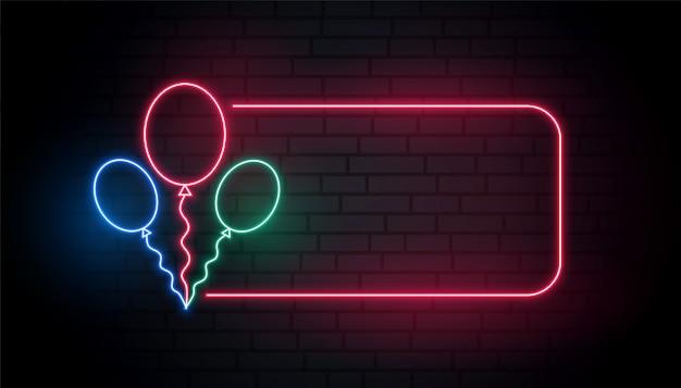 Bannière de ballons au néon avec espace de texte Vecteur gratuit