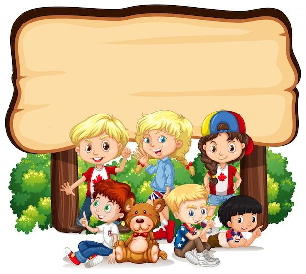 Bannière Avec Des Enfants Sous Un Panneau En Bois Vecteur gratuit