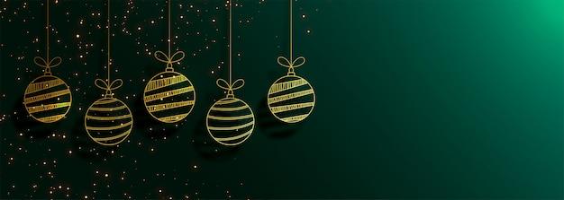 Bannière de noël joyeux vert avec des boules d'or créatifs Vecteur gratuit
