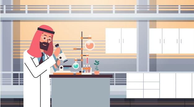 Bannière de travail scientifique arabe mâle Vecteur Premium