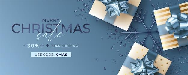 Bannière De Vente De Noël Avec Des Cadeaux Réalistes En Bleu Et Or Vecteur gratuit