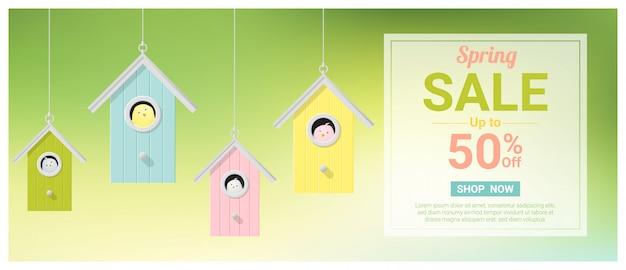 Bannière de vente de printemps avec petits oiseaux dans des nichoirs colorés Vecteur Premium