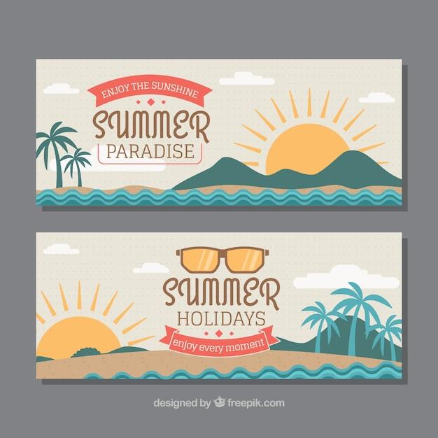 Bannières Décoratives Avec Des Soleils Et Des Palmiers Pour L'été Vecteur gratuit