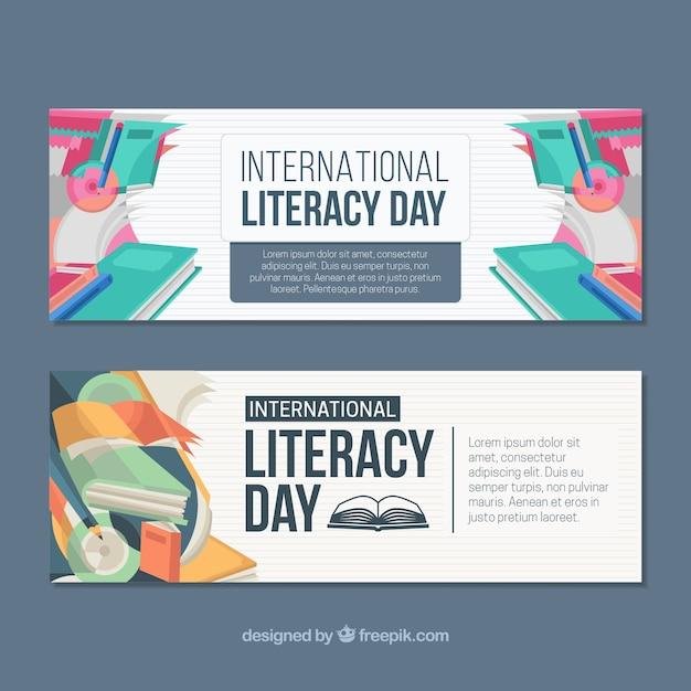 Bannières du jour de l'alphabétisation avec des livres colorés Vecteur gratuit