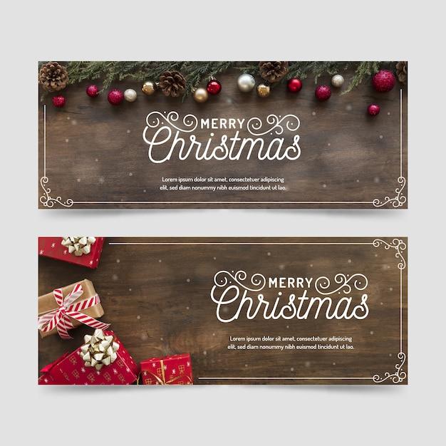 Bannières de noël avec des cadeaux de fond en bois Vecteur gratuit
