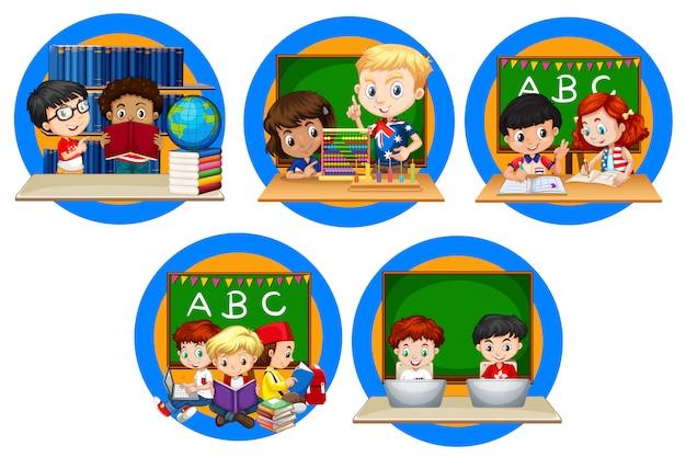 Beaucoup d'enfants lisant des livres à l'école Vecteur gratuit