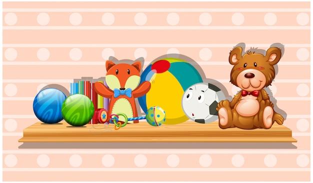 Beaucoup de jouets mignons sur une planche de bois Vecteur gratuit