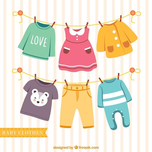 Beaux vêtements pour bébés suspendus sur une corde Vecteur gratuit