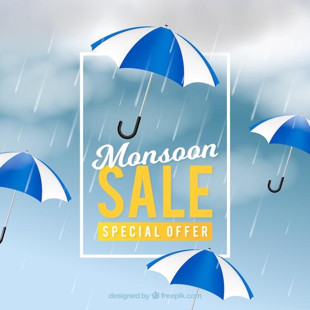 Belle composition de vente de mousson avec un design réaliste Vecteur gratuit
