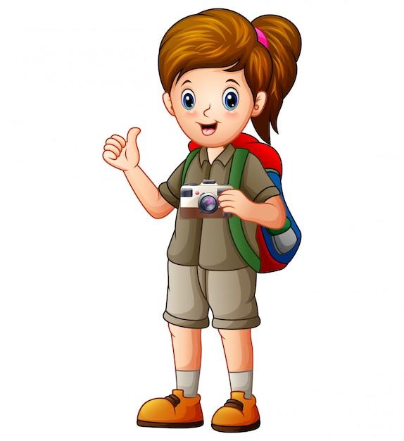 Une belle fille exploratrice avec son appareil photo Vecteur Premium