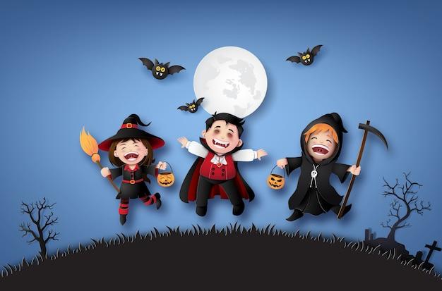 Bonne fête d'halloween avec des enfants du groupe en costumes d'halloween. Vecteur Premium