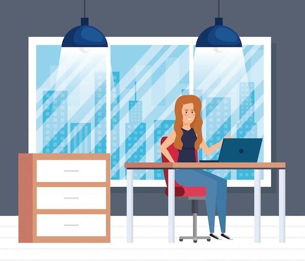 Bureau moderne avec femme d'affaires Vecteur gratuit