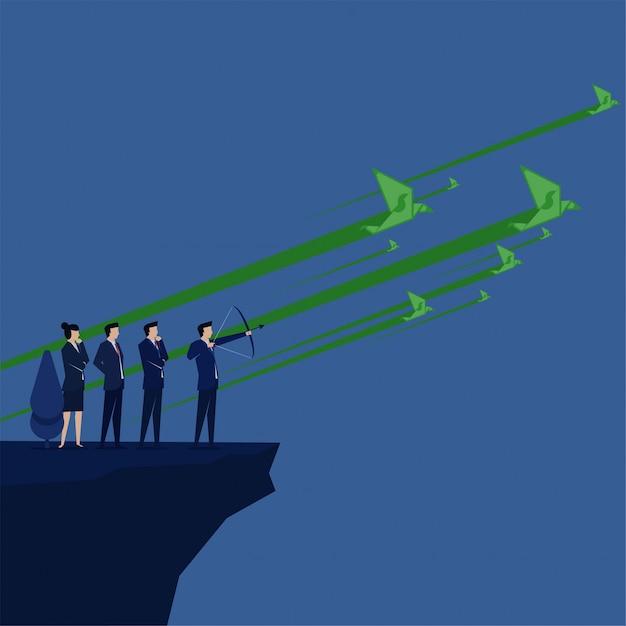 Business team vise les oiseaux d'argent volent sur la métaphore du ciel de la cible d'argent. Vecteur Premium