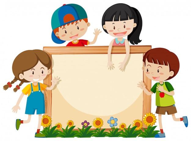 Cadre avec des enfants heureux dans le jardin Vecteur gratuit