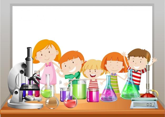 Cadre avec enfants et laboratoire Vecteur gratuit