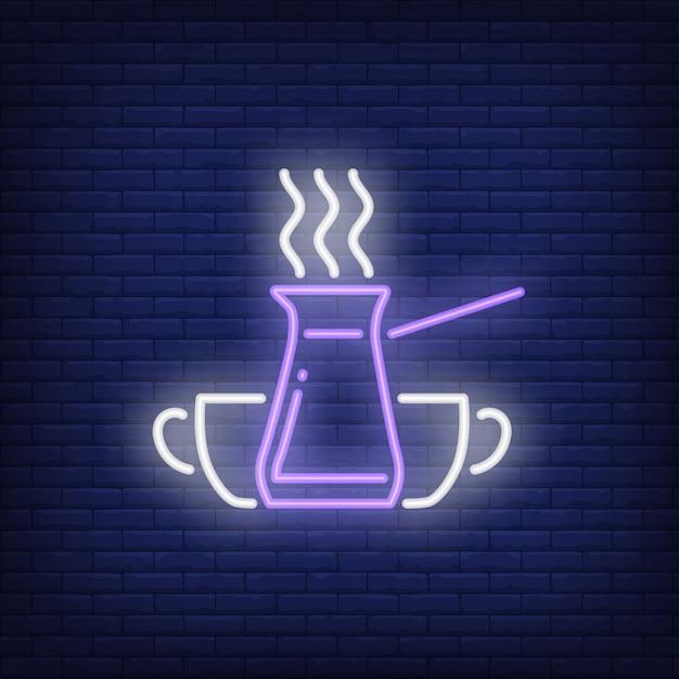 Cafetière turque jezve avec vapeur et tasses enseigne au néon Vecteur gratuit