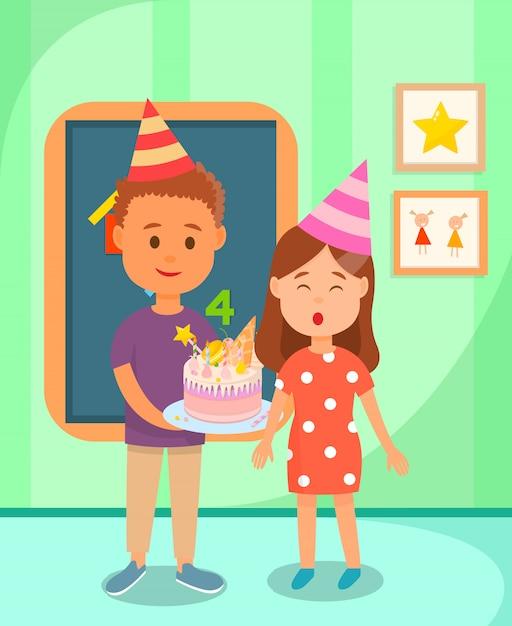 Camarade de classe tenant le gâteau pour fille d'anniversaire. Vecteur Premium