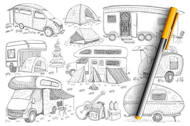 Camions Pour Voyager Ensemble De Doodle. Collection De Véhicules De Camions Dessinés à La Main, Campings, Tentes Et Accessoires Pour La Randonnée Et Les Voyages Dans La Nature Isolée. Vecteur Premium