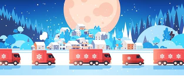 Camions Rouges Livrant Des Cadeaux Joyeux Noël Bonne Année Vacances Célébration Concept De Livraison Express Fond De Paysage D'hiver Illustration Vectorielle Horizontale Vecteur Premium