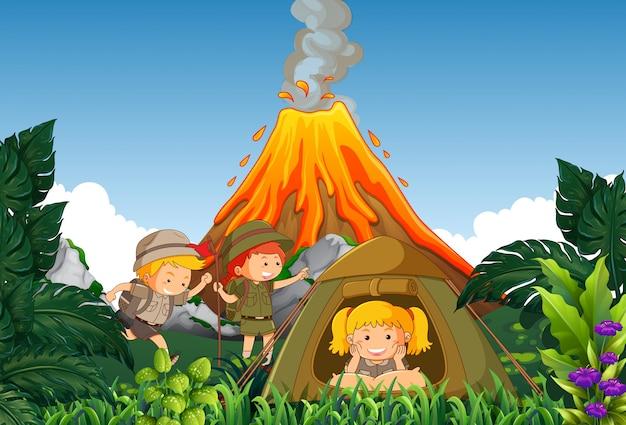 Camping camp d'enfants à côté du volcan Vecteur Premium