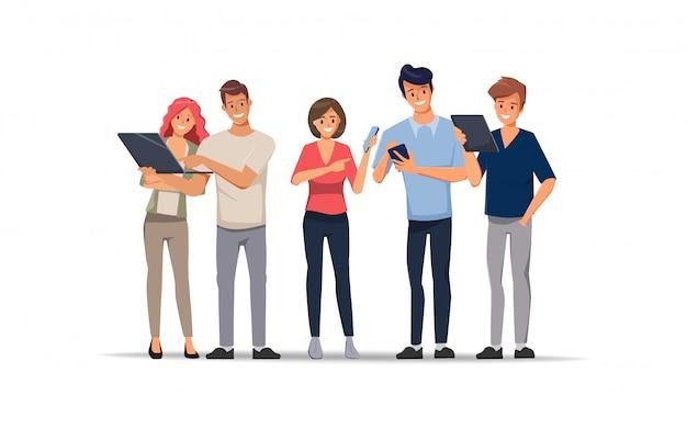 Caractère de bureau équipe de gens d'affaires discuter avec un collègue et gadgets Vecteur Premium