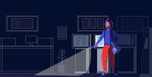 Caractère Criminel Tenant Des Sacs D'argent Voleur à L'aide D'une Lampe De Poche Voler Le Concept De Vol Banque De Nuit Moderne Intérieur Pleine Longueur Croquis Vecteur Premium