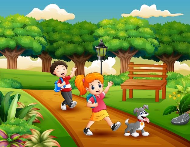 Caricature de deux enfants jouant dans le parc Vecteur Premium