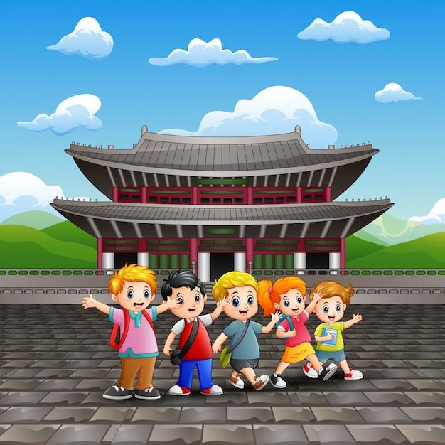 Caricature des enfants heureux en visite d'étude au palais changdeokgung Vecteur Premium