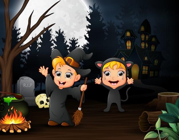 Caricature de sorcière et chat à l'extérieur dans la nuit Vecteur Premium