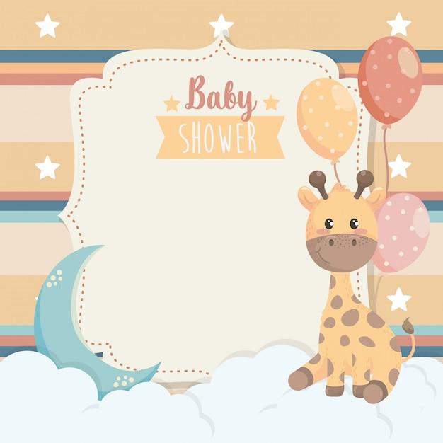 Carte d'animal girafe avec ballons et nuages Vecteur gratuit