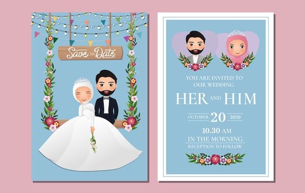 Carte D'invitation De Mariage La Mariée Et Le Marié Mignon Personnage De Dessin Animé De Couple Musulman Assis Sur Une Balançoire Décorée De Fleurs Vecteur Premium