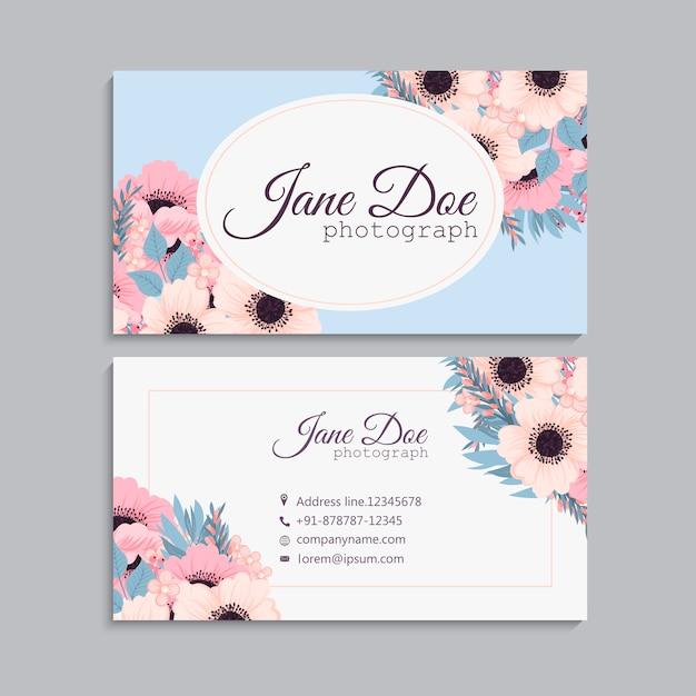Carte de visite avec de belles fleurs roses. Vecteur gratuit