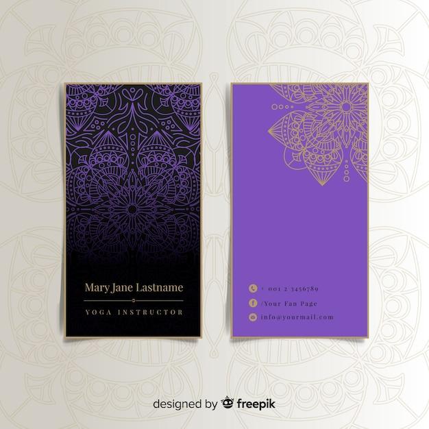 Carte de visite élégante avec dessin de mandala Vecteur gratuit