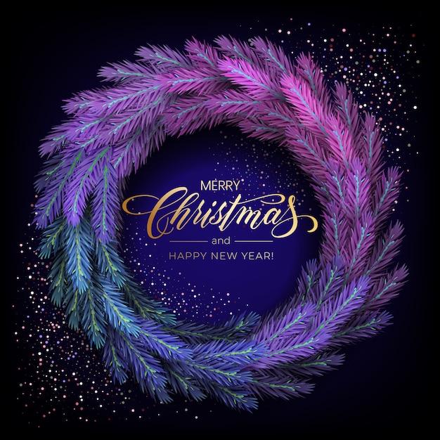 Carte de voeux de vacances pour joyeux noël avec une couronne colorée réaliste de branches de pin, décorée de lumières de noël, d'étoiles dorées, de flocons de neige Vecteur Premium