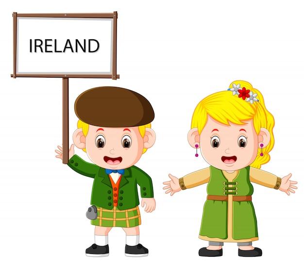Cartoon Irlande Couple Vêtu De Costumes Traditionnels Vecteur Premium