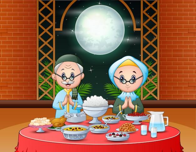 Célébration du ramadan avec un couple islamique profitant du parti iftar Vecteur Premium