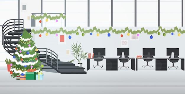 Centre De Coworking Décoré Pour Les Vacances De Noël Vecteur Premium