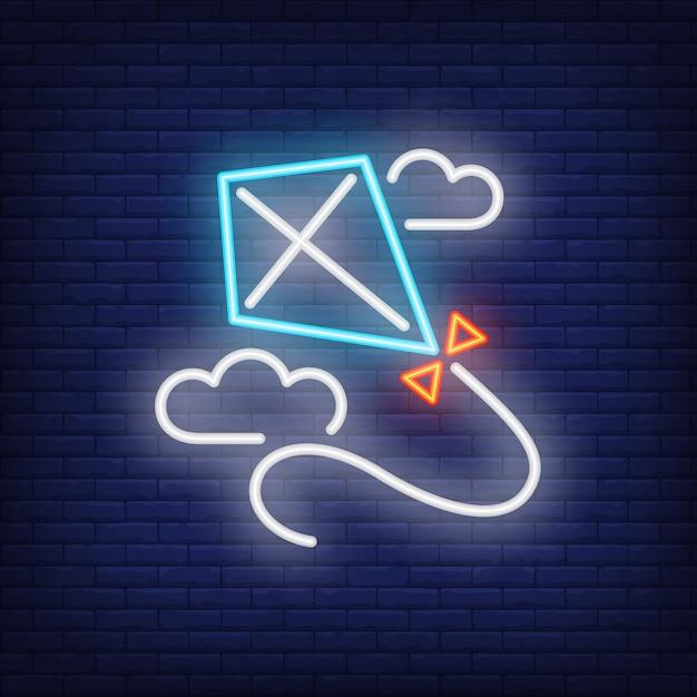 Cerf-volant bleu volant dans les nuages au néon Vecteur gratuit