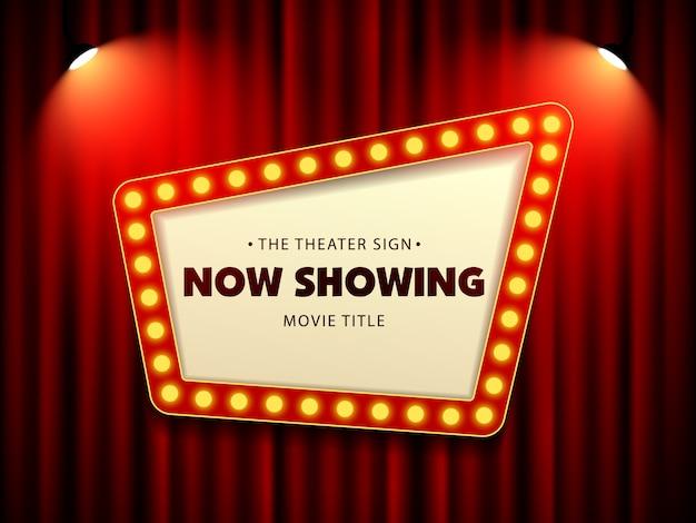 Cinéma théâtre rétro signe sur rideau avec projecteur Vecteur Premium