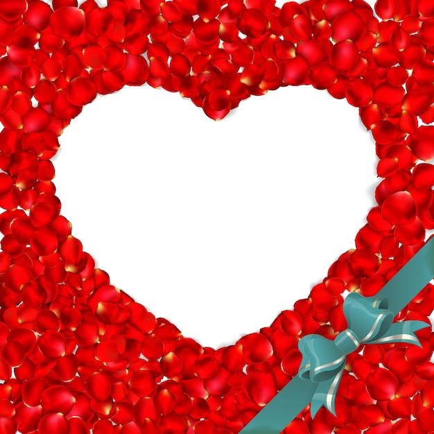 Coeur De Pétales De Rose Rouge Isolé Sur Fond Blanc. Vecteur Premium