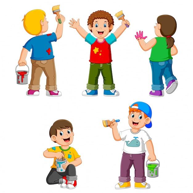 Collection d'enfants heureux avec un pinceau Vecteur Premium