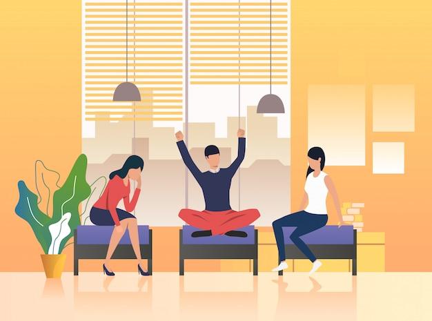 Collègues ayant une pause dans le salon Vecteur gratuit