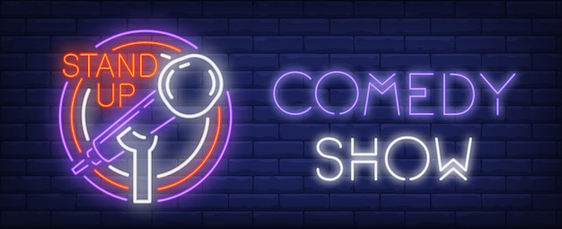 Comédie spectacle enseigne au néon. microphone sur pied dans les cercles colorés. Vecteur gratuit