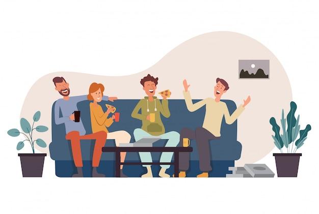 Une compagnie de quatre amis est assise sur le canapé en train de manger une pizza, de s'amuser, de parler et de rire Vecteur Premium