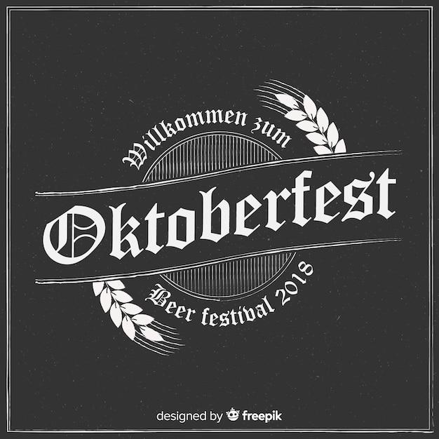 Composition élégante D'oktoberfest Avec Style Tableau Noir Vecteur gratuit