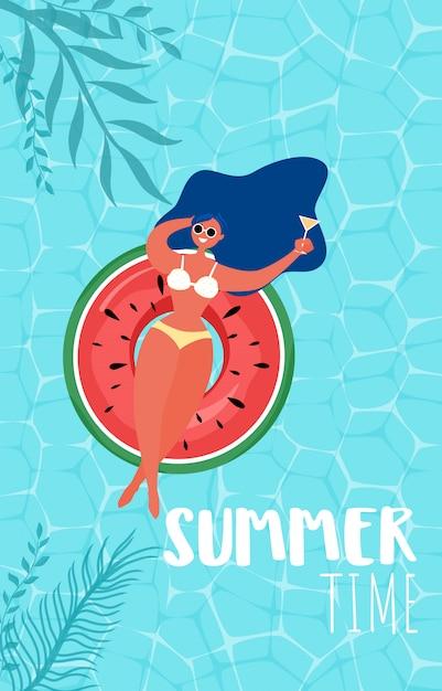 Conception de publicité de fête de piscine en été avec fille sur anneau en caoutchouc. Vecteur Premium