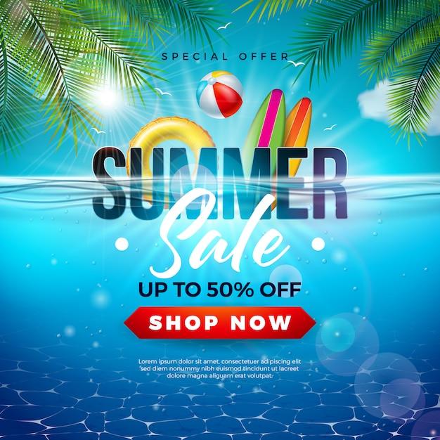 Conception de vente d'été avec ballon de plage et feuilles de palmier exotiques sur fond bleu de l'océan Vecteur Premium